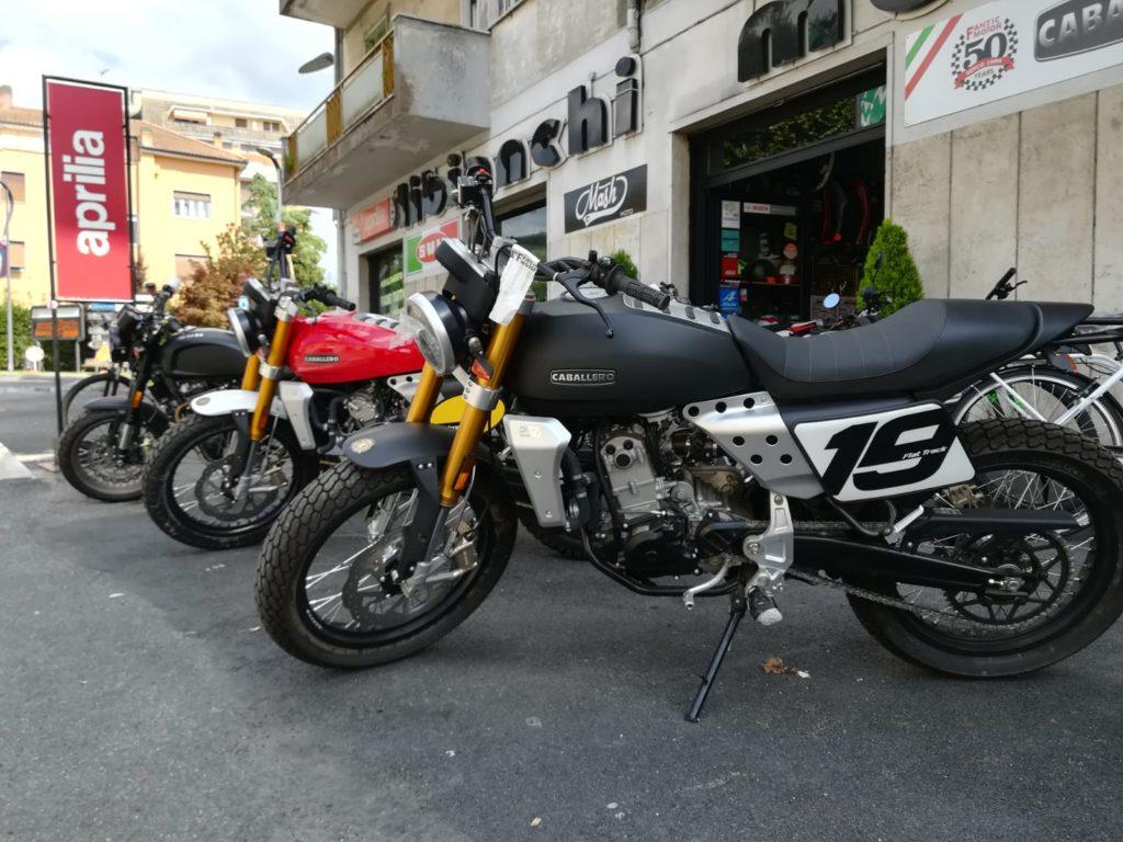 Libianchi Moto a Palestrina - ingresso e esposizione moto